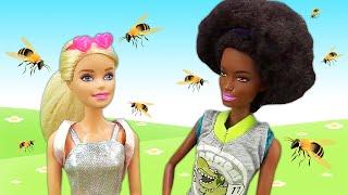 Barbie y su amiga van al campo. Vídeos para niñas