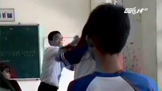 (VTC14)_Hậu Giang: Thầy giáo và nữ sinh đánh nhau tay đôi trong lớp học