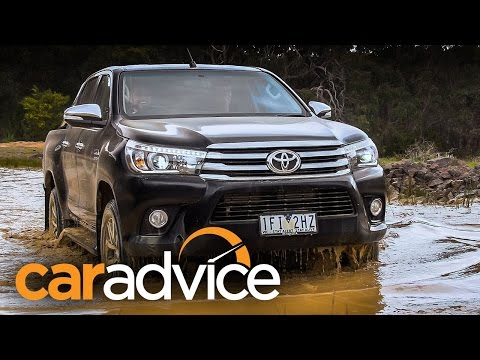 2016-Toyota-HiLux-Review-on-and-off-road