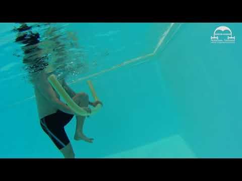 Aquafitness Übungen - Armübung mit Poolnudel