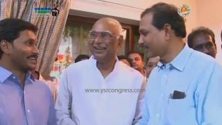 YSRCP President YS Jagan At Vignan Educational Institutions Chairman Lavu Rattayya's House
