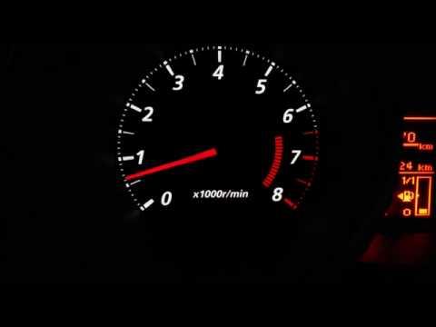 Der Aufwand des Benzins auf man
