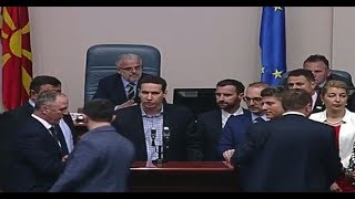Incident në Kuvend, Xhaferi thërret sigurimin, ata nuk i përgjigjen !!