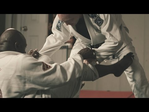 How this guy learned martial arts by taking a course online - YouTube