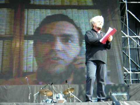 Beppe Grillo con Luigi De Magistris al V2 Day a Torino
