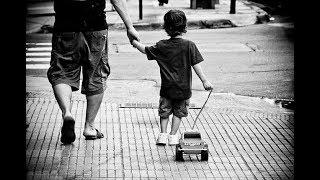 Богатый отец привез сына в деревню к беднякам, чтобы проучить его. Однако урок вынесли оба