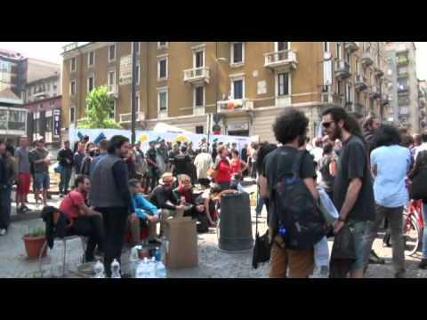 Sgombero Macao, artisti in piazza