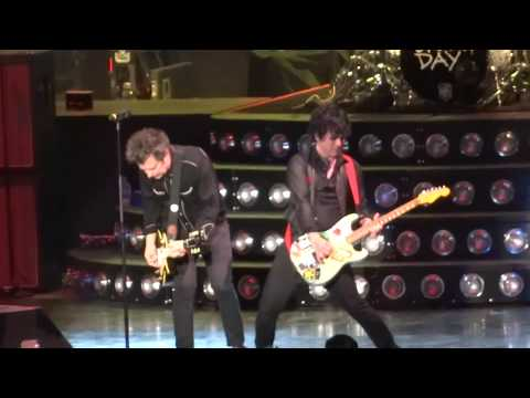 "Green Day - ""2000 Light Years Away"" and ""Armatage Shanks"" (Live in San Diego 9-13-17)"