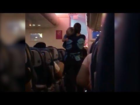 Kind-Hearted Flight Attendant Gives Single Mom a Break By Rocking Baby on Flight