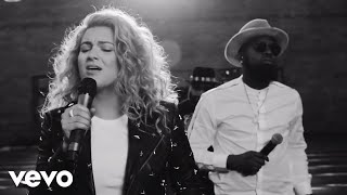 Tori Kelly   Help Us To Love Ft. The HamilTones (Live) Ft. The HamilTones