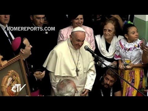 Tierna visita del Papa a hogar de acogida para niños huérfanos en Medellín