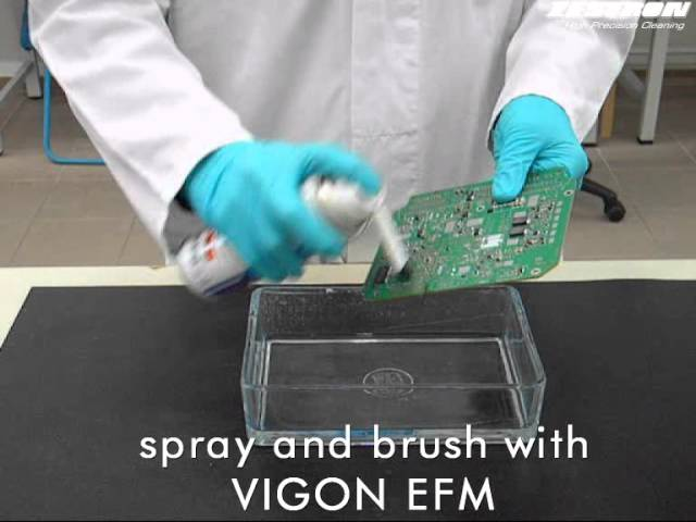 Manual PCB cleaning with VIGON EFM