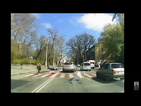 В Одессе мотоциклист сбил троих детей недалеко от школы