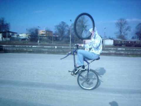 Co zrobić gdy jadąc rowerem złapiesz gumę?