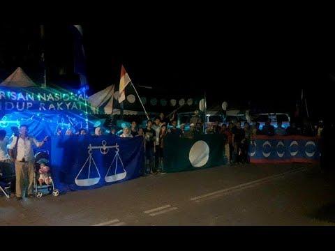 Markas parti BN, PAS dan PKR bersebelahan