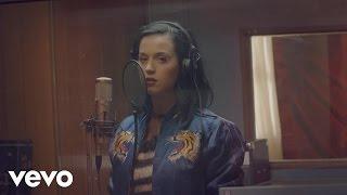 Кэти Перри, Четвертый тизер новой песни «Roar» (Satin Cape)