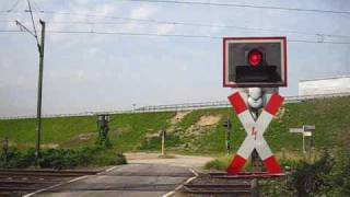 preview picture of video 'Bahnübergang Mankartzweg, Meerbusch ++ Blinklichter mit Zusatzanzeige 2 Züge++ Teil 1/2'