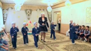 Танец моряков в старшей группе на утреннике к 8 Марта 2014.Муз. рук. Максюта Г. В.