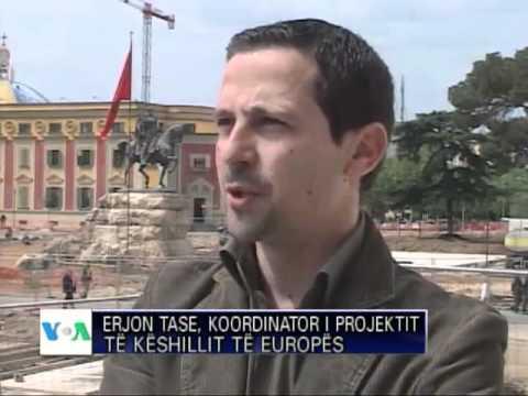 Elezioni in Albania  - i 18 enni albanesi imparano a votare