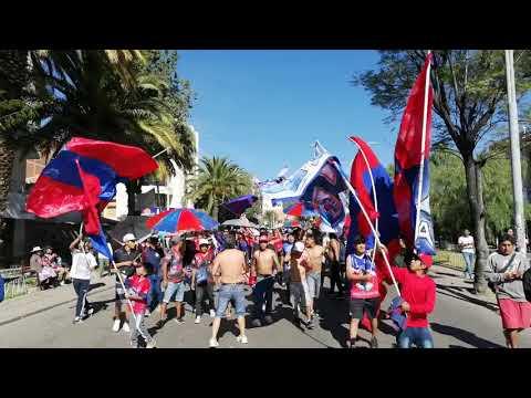 """""""La más fiel  lokura kapitalina 22 rumbo al stadium patria"""" Barra: Lokura Kapitalina 22 • Club: Universitario de Sucre"""