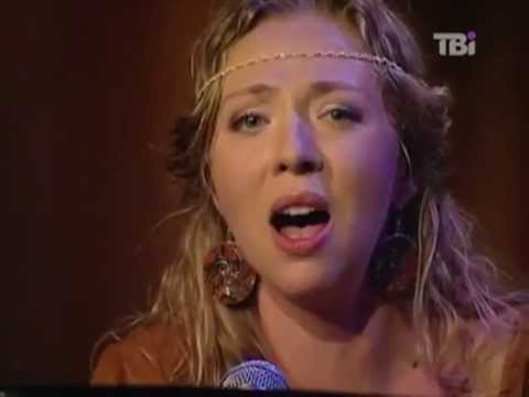 """Live performance of """"Caruso"""".  Solomia is  a stage name of Helen Karpenko."""