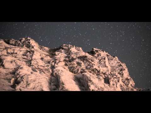 Las estrellas iluminan Sierra Nevada