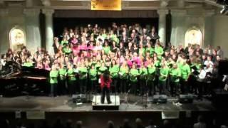 Video You Raise Me Up - 310 zpěváků, klavír: Eva Vimrová