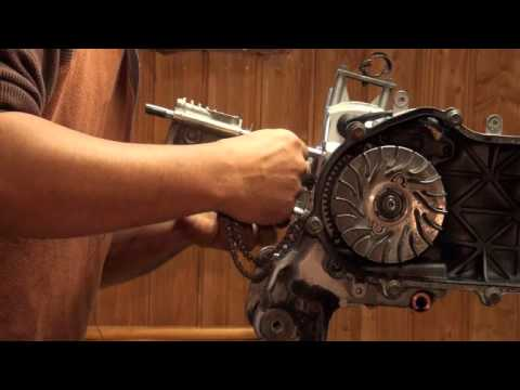 Install the Pistion & Cylinder from a Yamaha Zuma Bws Cygnus 125 Scooter part 3/4