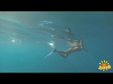 tắm biển khỏa thân