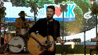 It's a 'Good Day' with Brett Eldredge's Performance!