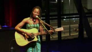 Fatoumata Diawara - Mama (live at Amsterdam World)