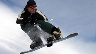 Человек покоряет облака на сноуборде