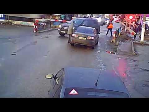 تفادي سيارة لحادث مروع في اللحظة الأخيرة مع قطار