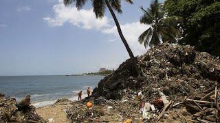 Karibisches Urlaubsparadies versinkt im Plastikmüll | Kholo.pk