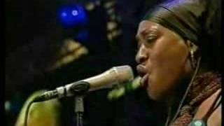 Annie Lennox WAITING IN VAIN 46664 Live 3/2005 (5/9)