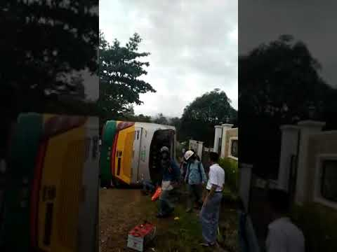 Bus Angkut Karyawan PT Vale Indonesia Terbalik di Wasuponda Luwu Timur
