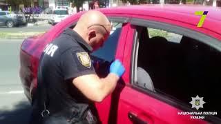 Два иностранца промышляли кражами из автомобилей одесситов