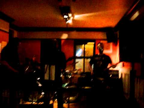 Illflower - Get The Hell Out - Live at The Tavern 21.05.11
