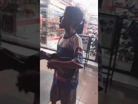 Pengamen Cilik dari Aceh bersuara Emas