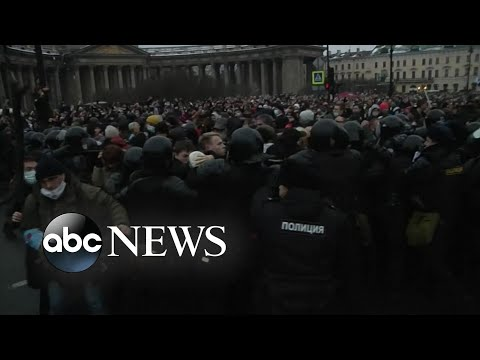 Anti-government protesters clash with police in Russia