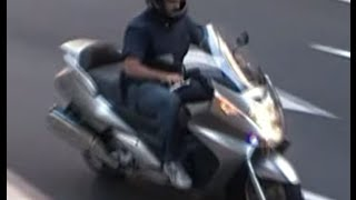 preview picture of video 'Undercover police motorcycle (Policía Nacional o Guàrdia Urbana)'