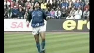 Maradona, Calentamiento: Lección De Fútbol Y Baile  Opus   Live Is Life