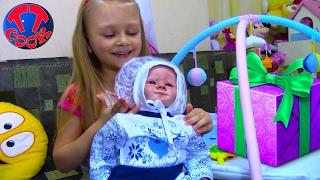 Видео для детей Ждем друга в гости и распаковываем подарки