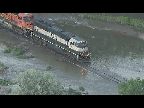 Watch train negotiate flooded track in NE Colorado letöltés