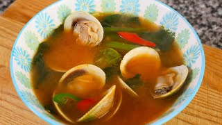 Soybean paste soup with Spinach and Clams (Sigeumchi-jogae doenjangguk: 시금치조개 된장국)