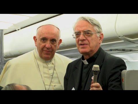 Propos du Pape dans l'avion de retour d'Albanie