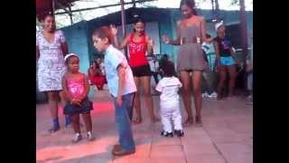 preview picture of video 'Los Arabos, Hijo de Elvis Bailando, niño gracioso bailando'