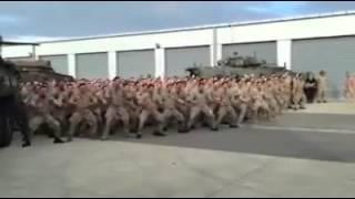 Novozélandští vojáci předvádějí bojový tanec Haka