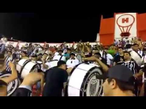 """""""LA BARRA DE CASEROS / LOS PIBES DE LOS BOMBOS EN HURACAN"""" Barra: La Barra de Caseros • Club: Club Atlético Estudiantes"""