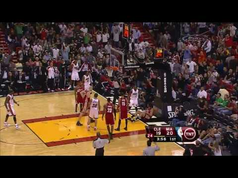 Dwyane Wade Dunk on Varejao (HD)